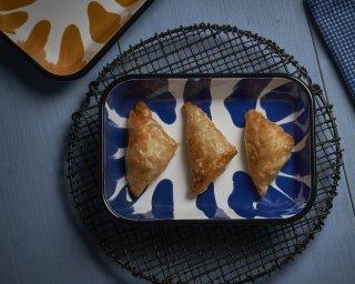 Kapka enamel baking trays with borek